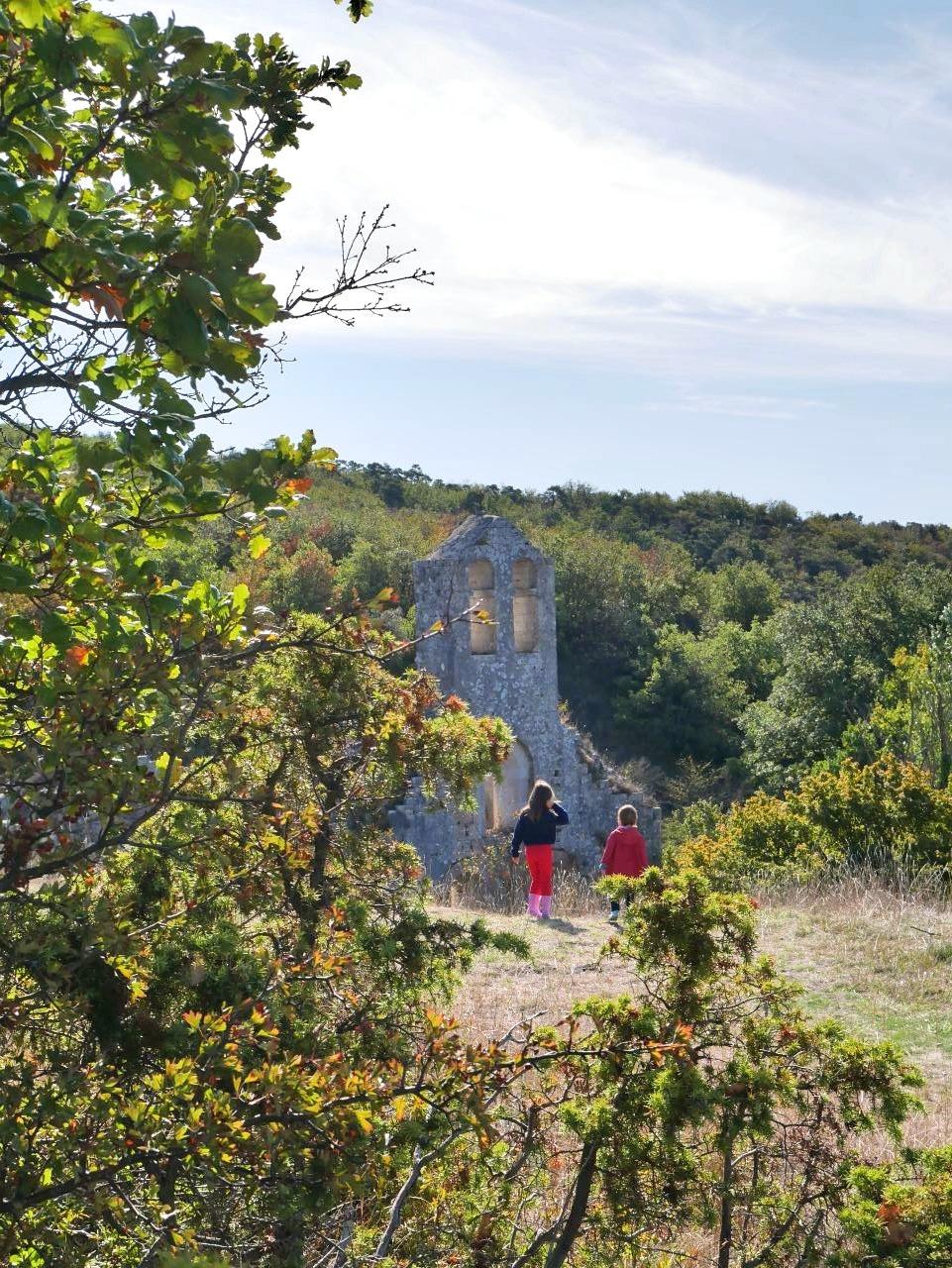 Balade en Drôme, au prieuré d'Aleyrac. L'église Notre-Dame-la-Brune