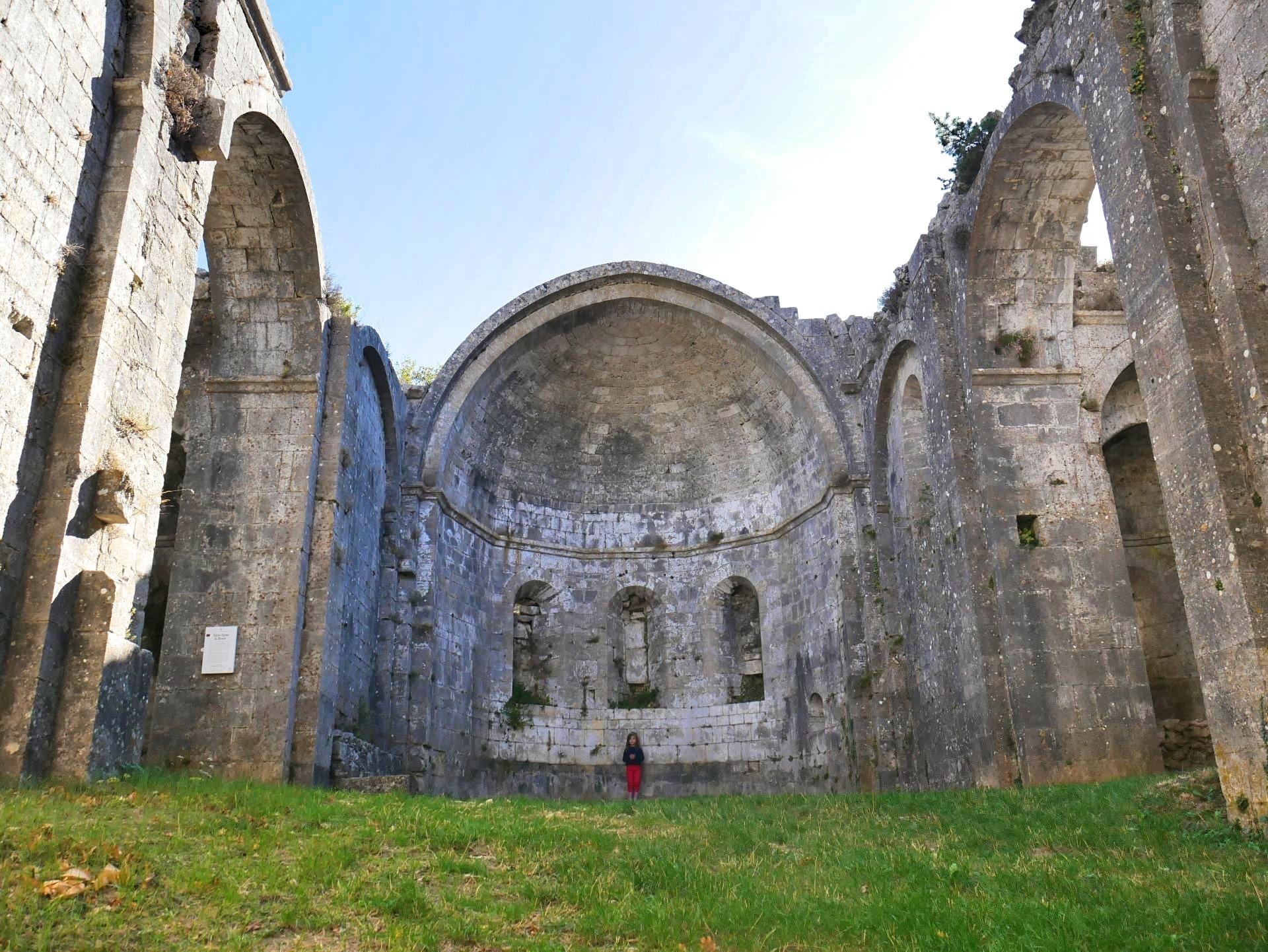 Balade en Drôme, au prieuré d'Aleyrac. Intérieur de l'église
