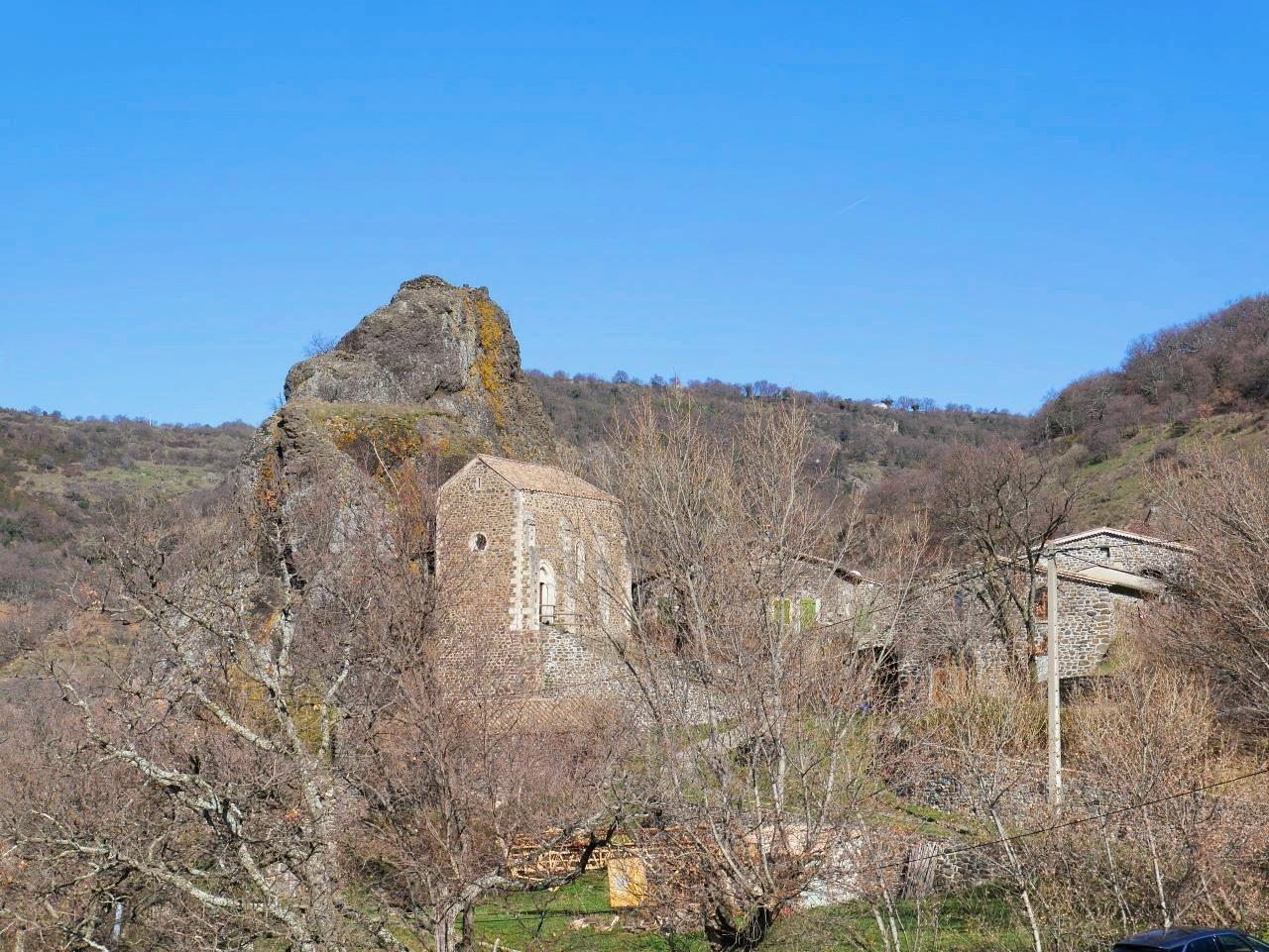 Balade en famille Ardèche. La Roche Chérie à Saint Pons