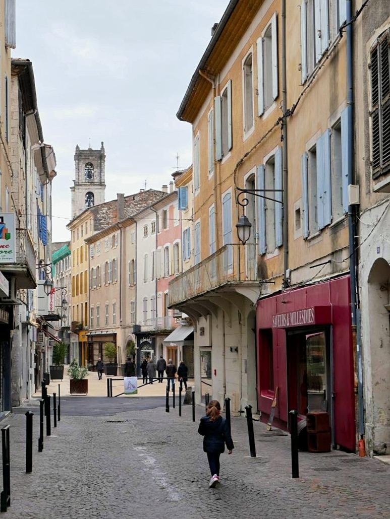 Visiter Montélimar en famille. Le centre historique