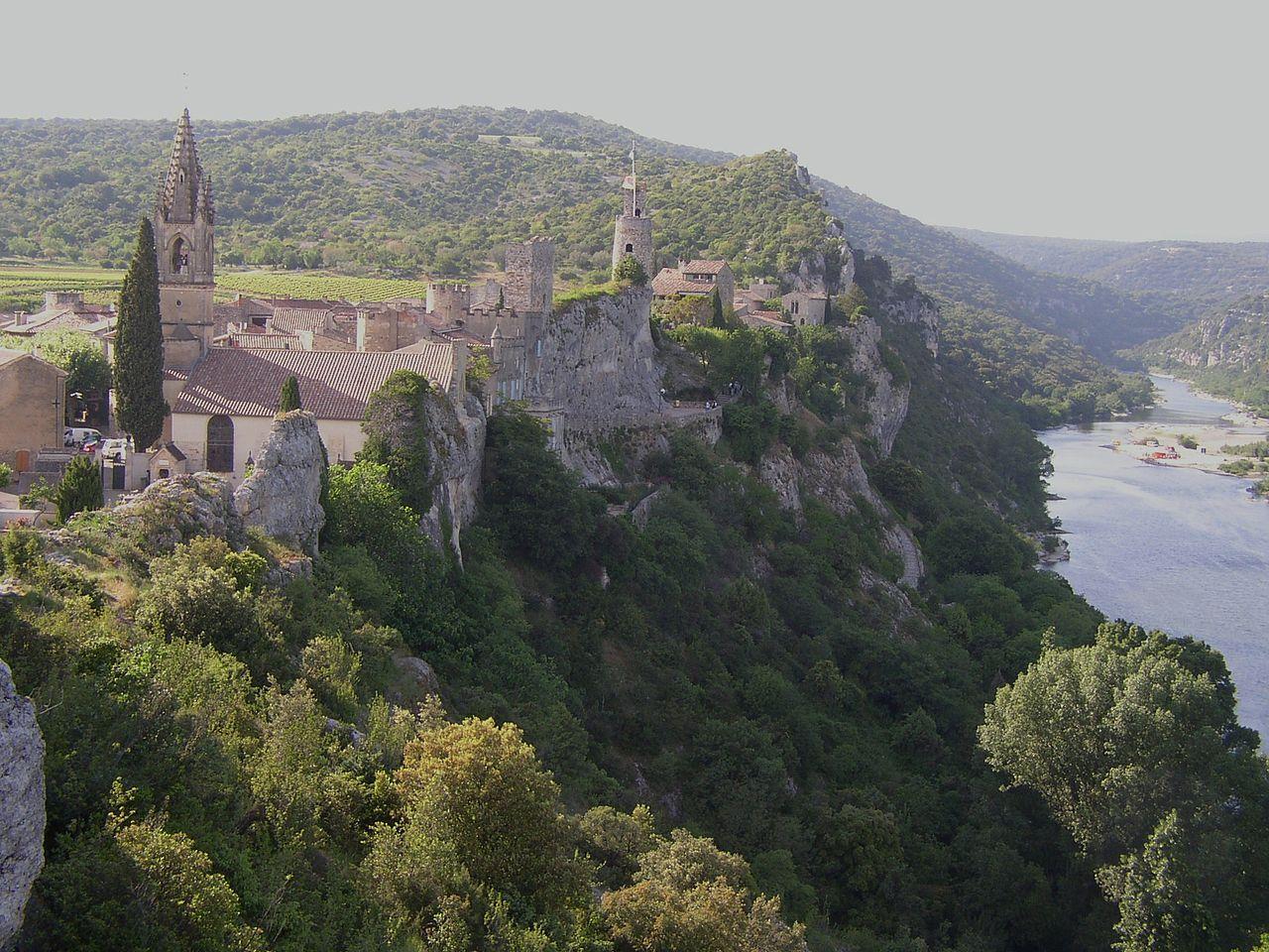 Lieux à découvrir autour de Montélimar : le village d'Aiguèze