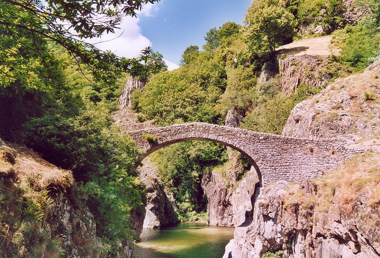 Lieux à découvrir autour de Montélimar : le pont du diable à Thueyts