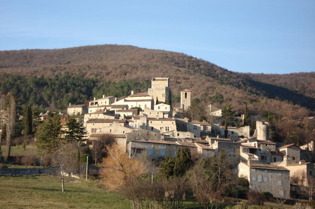 Lieux à découvrir autour de Montélimar : le village du Poët Laval
