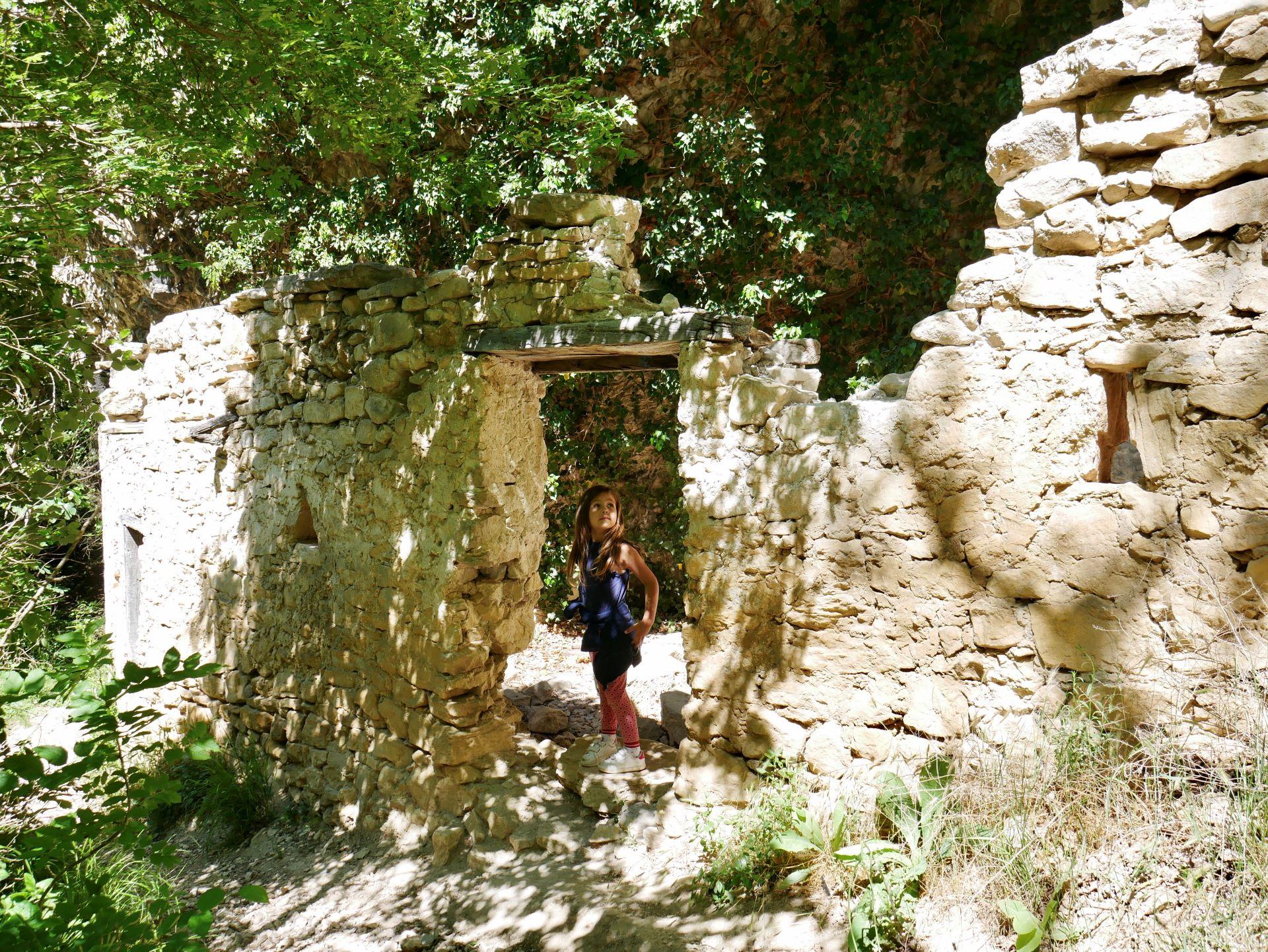 Balade drome : ruines sur le sentier d'accès à la chute de la Druise