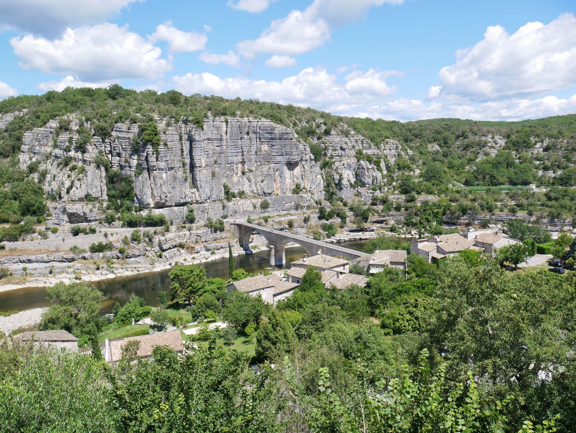 balade en Ardèche : Balazuc, vue sur le pont