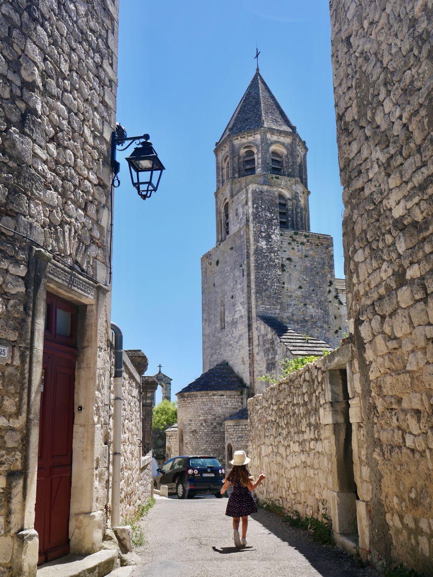 La garde Adhémar : église saint michel