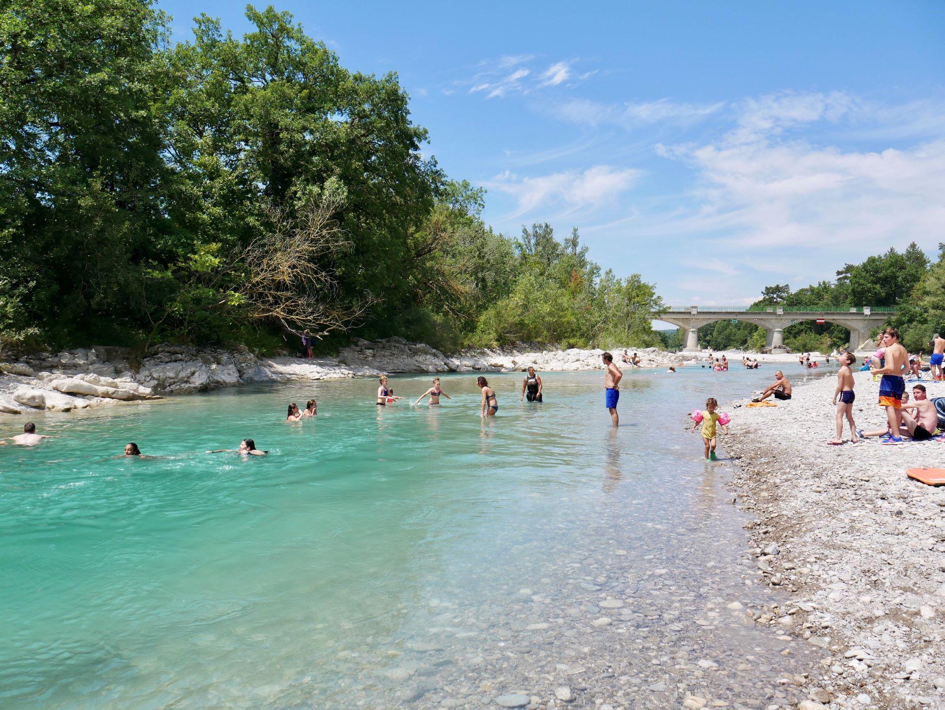 Baignade dans la Drôme à Mirabel-et-Blacons