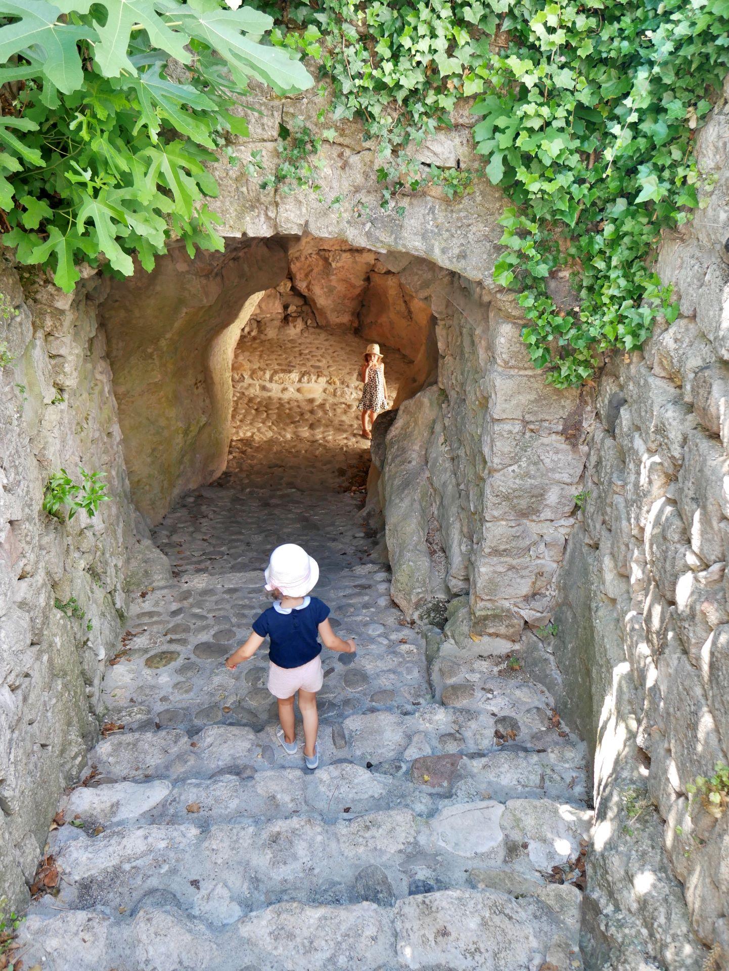 balade en Ardèche : Balazuc, passage voûté