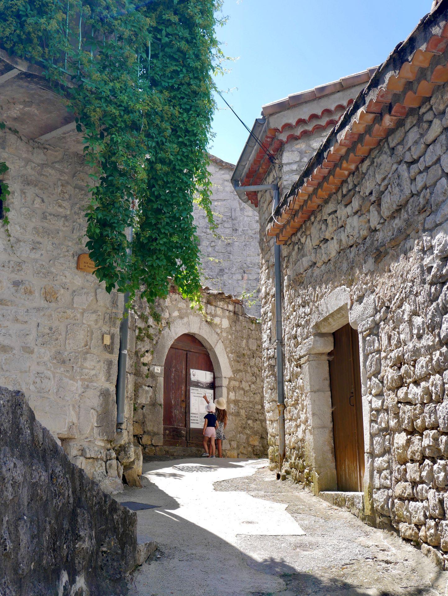 balade en Ardèche : Balazuc, ruelle