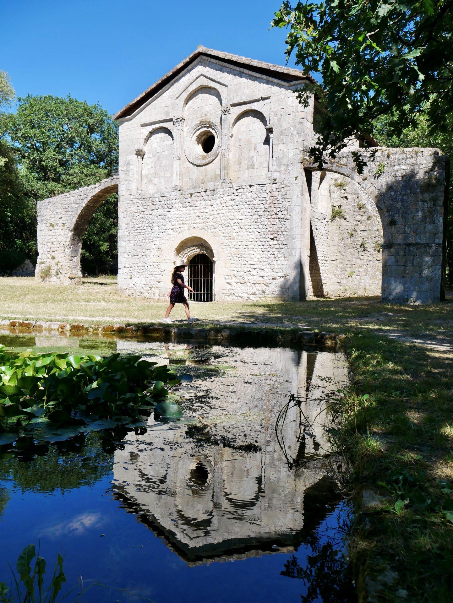 La garde Adhémar : Notre-Dame du Val des Nymphes