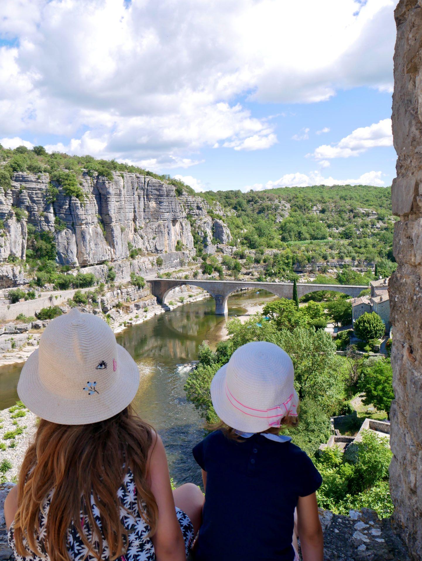 balade en Ardèche : Balazuc, vue depuis l'église romane