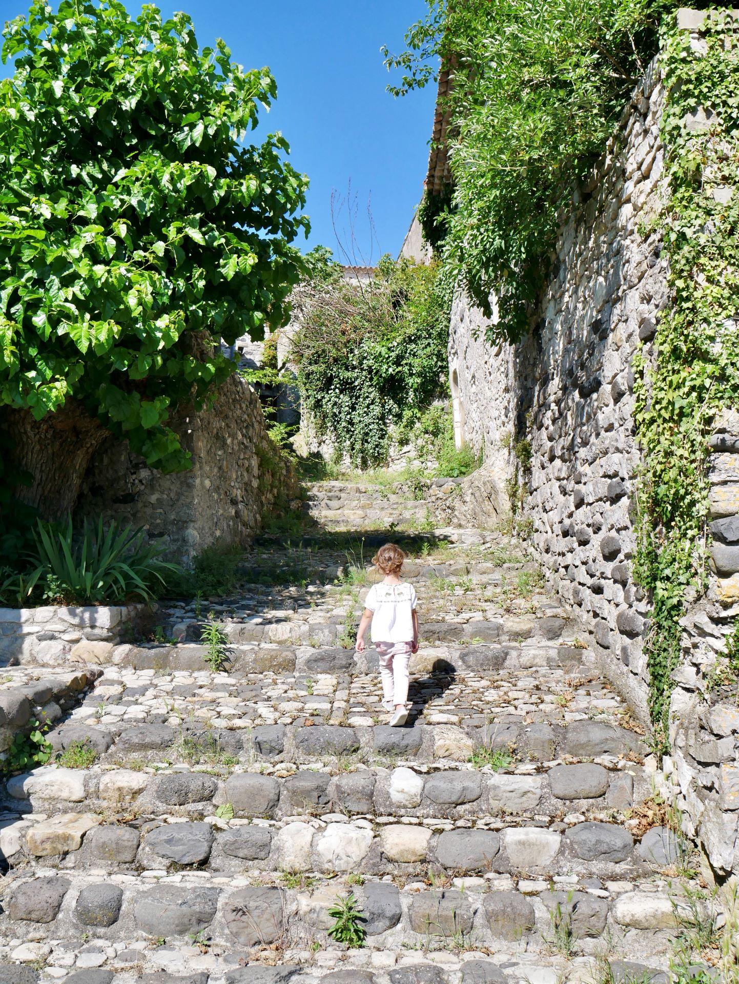 Balade en ardèche. Village de Saint Thomé