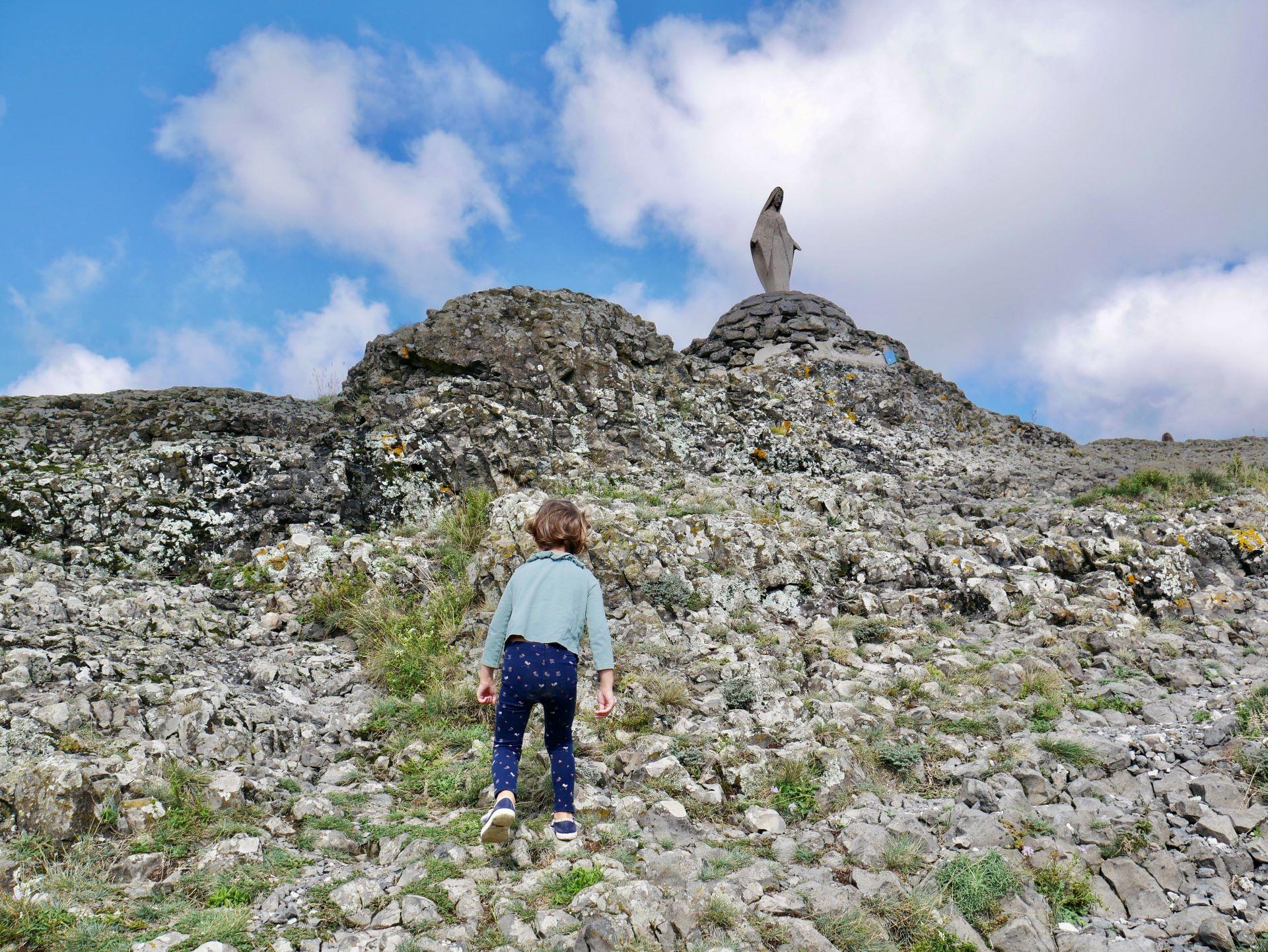 La vierge au sommet du neck de Sceautres