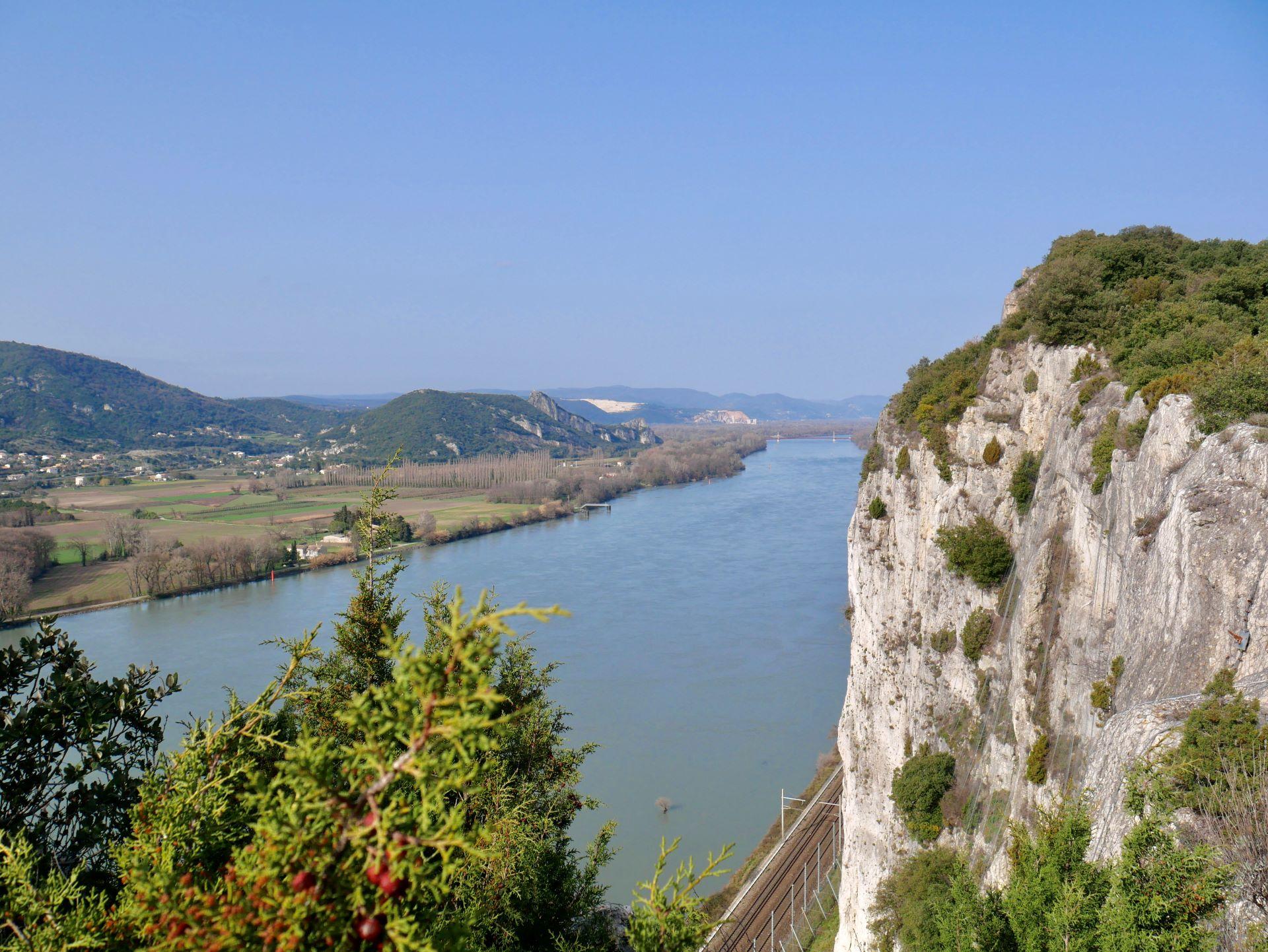 Panorama sur le Rhône depuis les falaises de Donzère