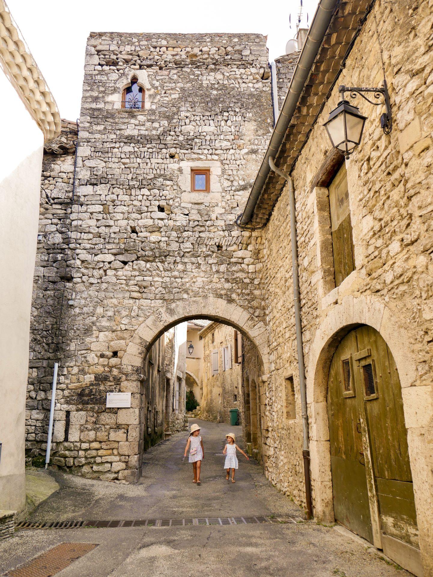 Vélo en Drôme-Ardèche : la Via Rhôna et le village de Châteauneuf-du-Rhône