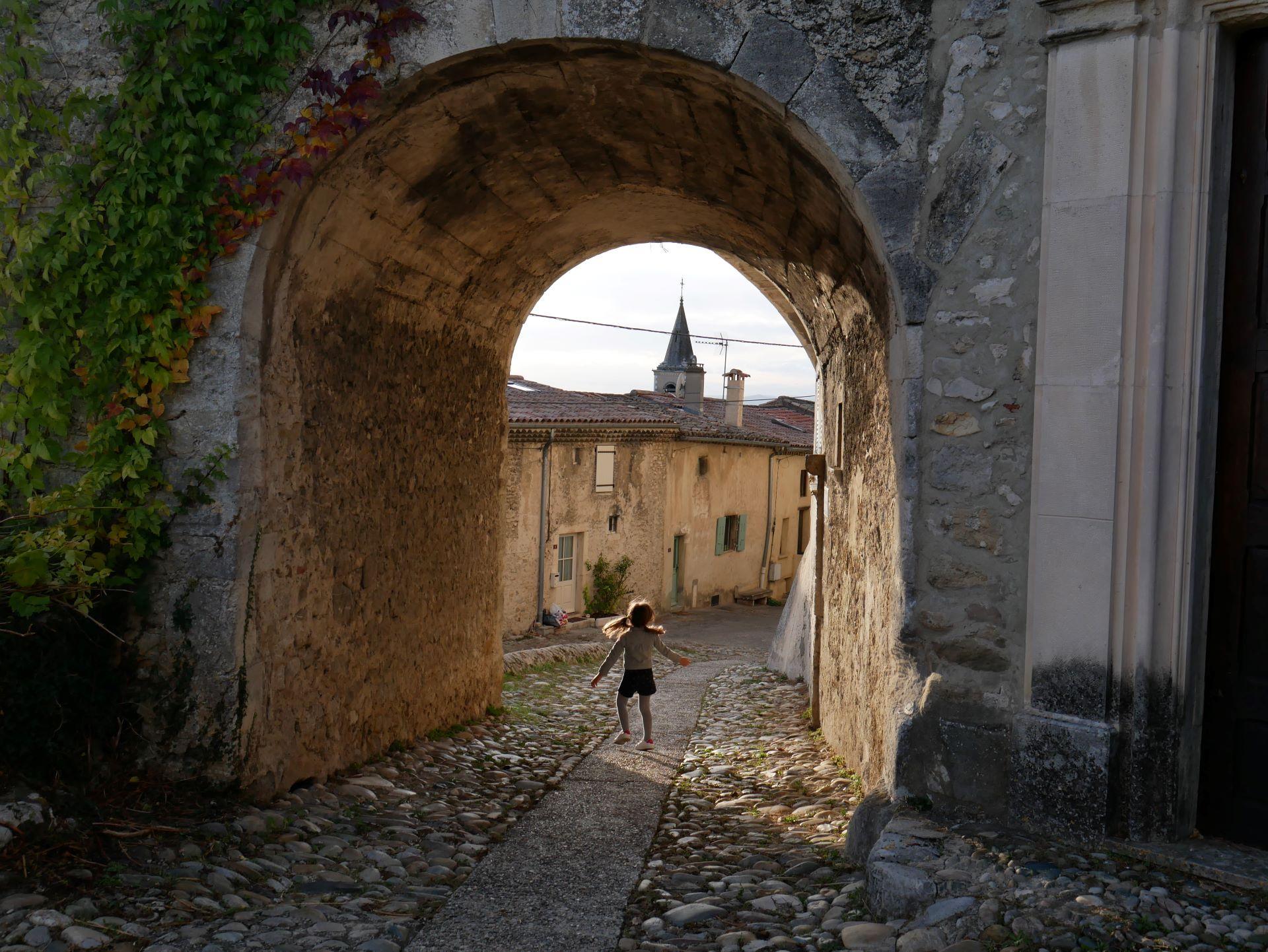 Vélo en Drôme-Ardèche : la Voie verte du Jabron et le village de la Bâtie-Rolland