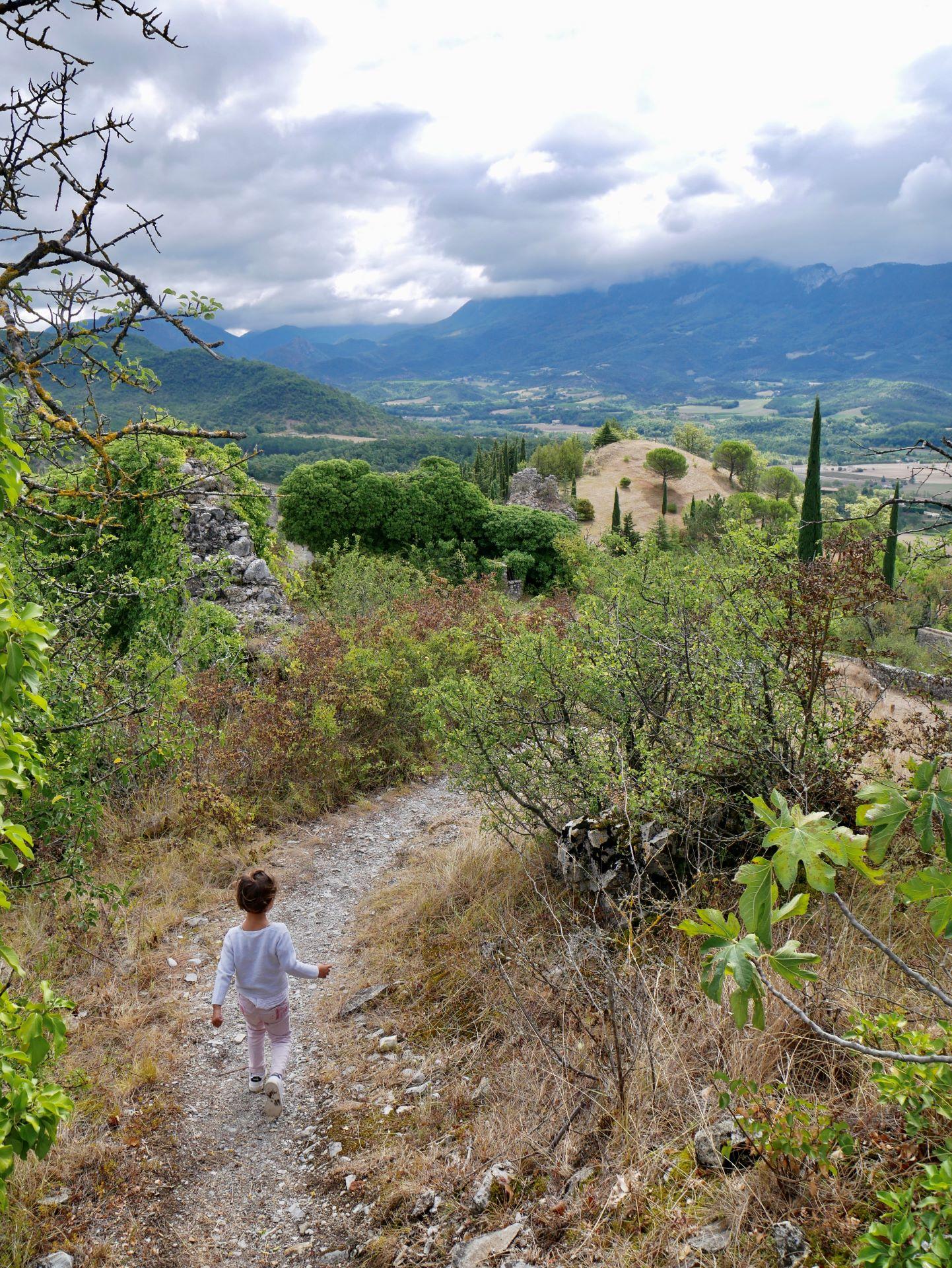 Vélo en Drôme et Ardèche : la vélodrôme et le village de Mirabel-et-Blacons