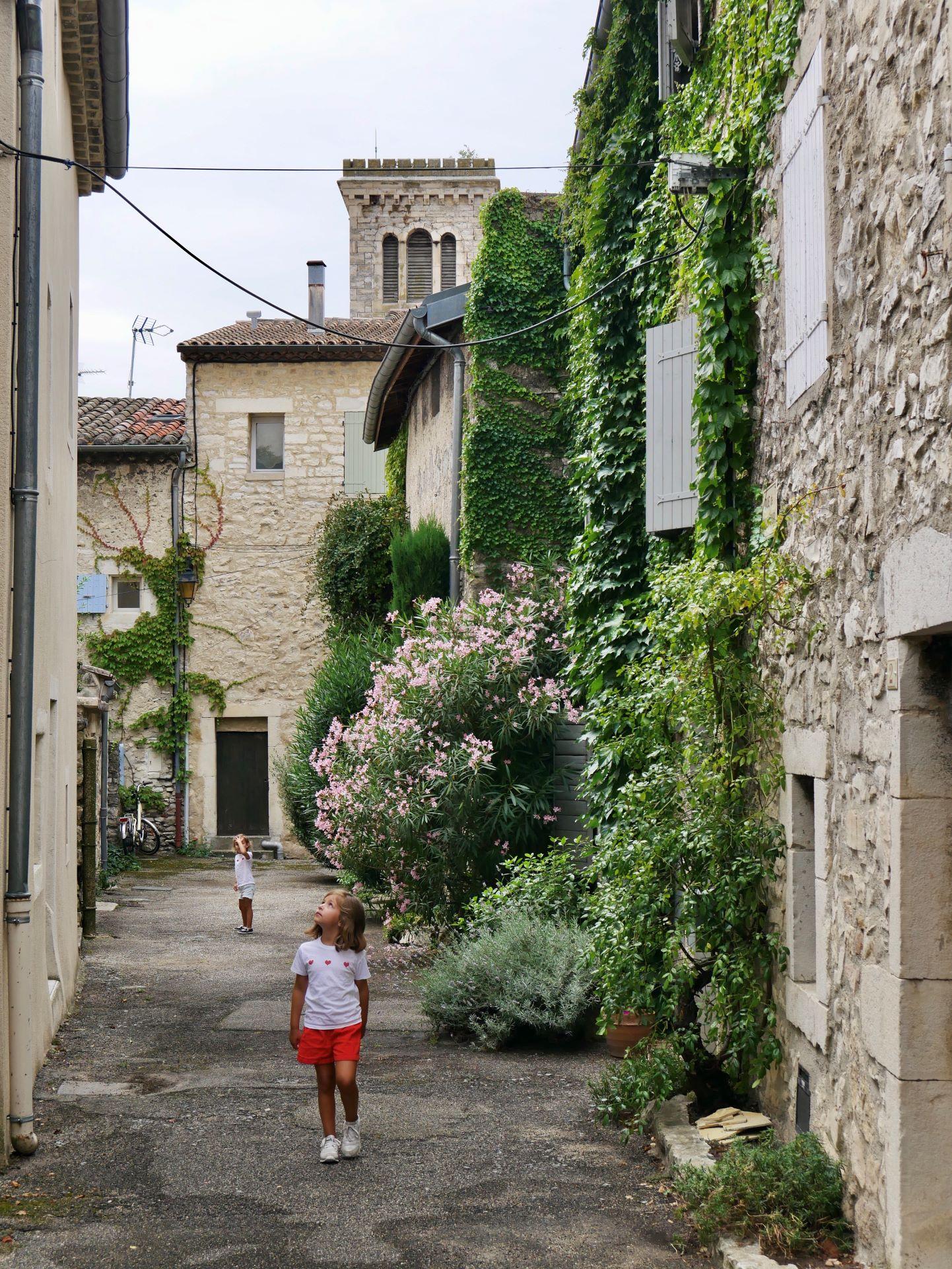 Vélo en Drôme-Ardèche : la Voie verte du Jabron et le village de Puygiron