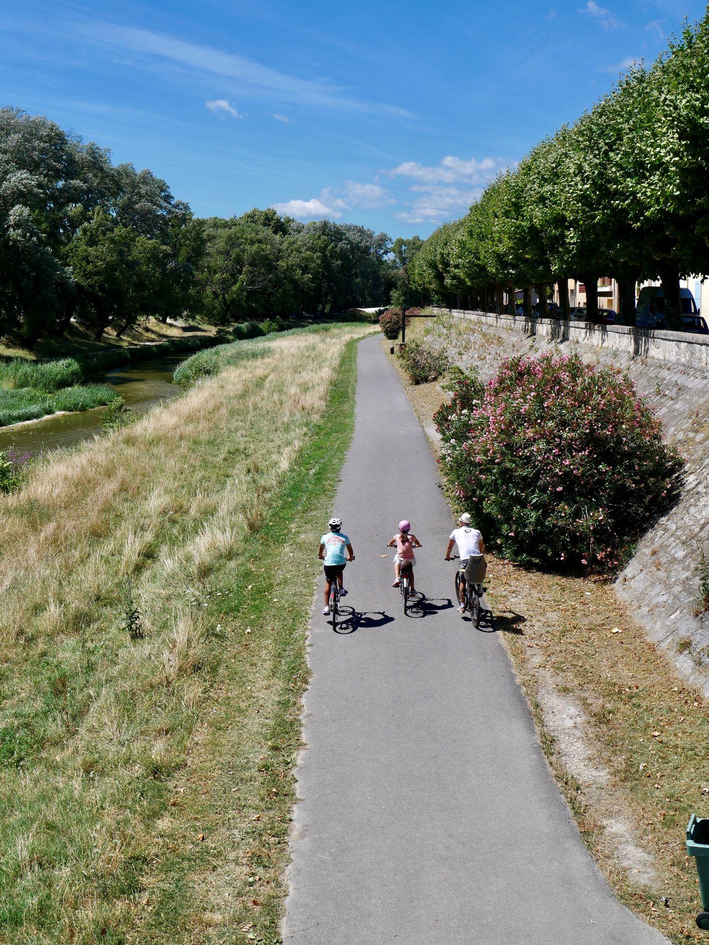 Vélo en Drôme-Ardèche : la Voie verte du Roubion à Montélimar